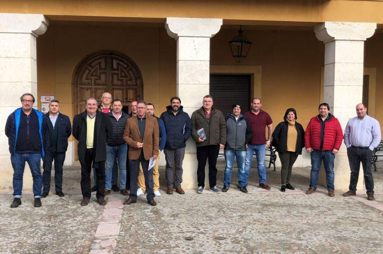 La Junta Directiva de Asetra se reune con los transportistas de Fuentepelayo