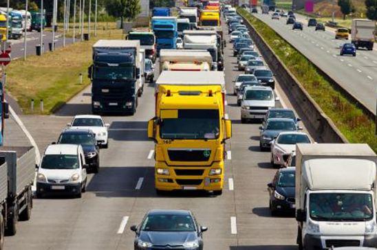 Cambios en las restricciones a la circulación de camiones por la DGT
