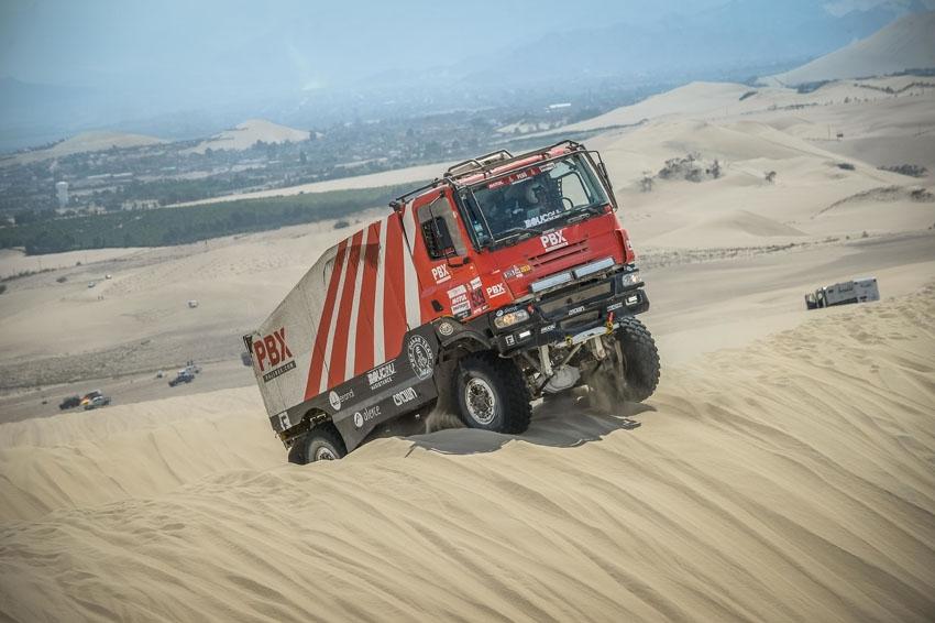 El equipo Palibex llega a la meta del Dakar