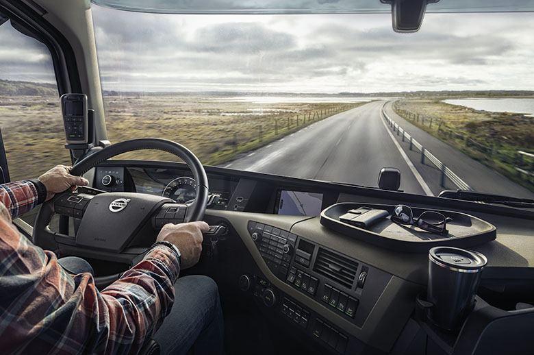 Resultado de imagen de El Ministerio de Transportes autoriza la presencia de dos personas en vehículos de transporte de mercancías