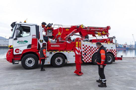 Camión de ayuda en carretera