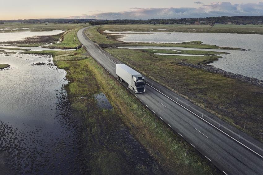 Volvo Trucks presenta sus mejoras para cumplir con el medioambiente y ahorrar combustible