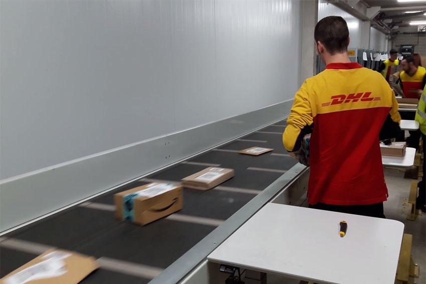 DHL aumenta la gestión de paquetes en sus almacenes de Barcelona y Madrid