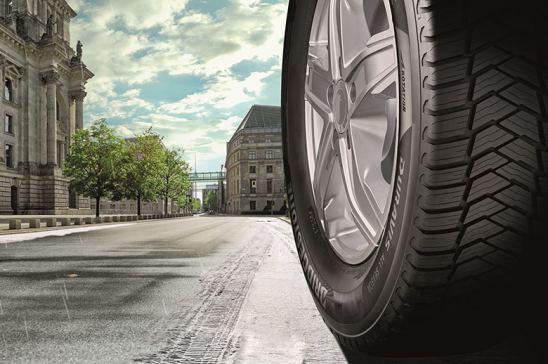 Bridgestone comercializa su primer neumático para furgonetas 'todo tiempo'