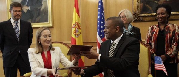 Ana Pastor y Anthony Foxx