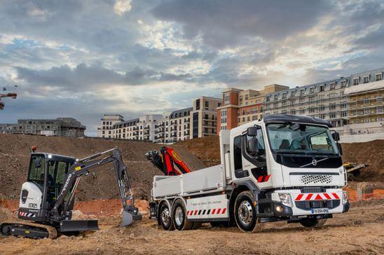 Equipos Volvo camión y excavadora
