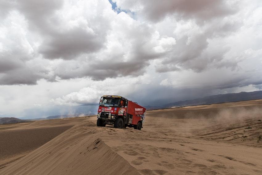 El equipo MKR Techology participa en el Dakar con camiones Renault Trucks