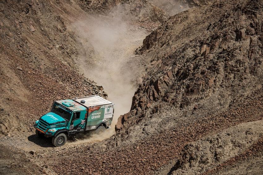 El equipo PETRONAS De Rooy IVECO consigue su tercera victoria consecutiva en la etapa 7 del Dakar