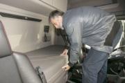 Fomento crea el protocolo para controlar la prohibición de los descansos en la cabina del camión