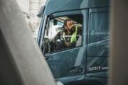 Bruselas respalda a la CETM en su negativa a que los conductores hagan la carga y descarga