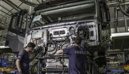 La producción de vehículos en España sigue muy a la baja ante la falta de microchips