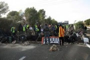 Los independentistas reabren la N-II y la AP-7 tras varias horas cerradas al tráfico