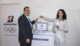 Bridgestone regala un lote de neumáticos Driveguard en el transcurso del Congreso de la CETM