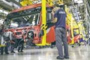 La producción de camiones y furgonetas hasta agosto sigue cuesta abajo
